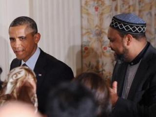 Барак Обама на ифтаре в Белом доме. Снимок 2012 г.