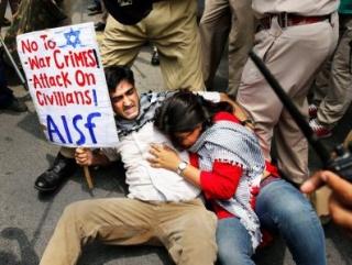В Индии силовики избили антиизраильских демонстрантов (ФОТО)