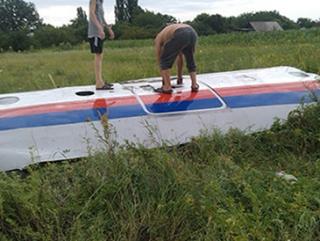 Обломки малайзийского лайнера «Boeing-777» Фото: сообщество Вільна Україна «ВКонтакте»