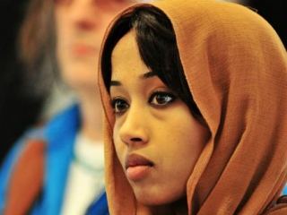 Школьницу в хиджабе оплевали на улице средь бела дня