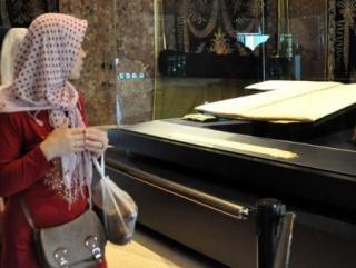 В Рамадан в Стамбуле выставлен «плащ Пророка»