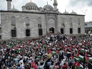 Антиизраильская демонстрация в Анкаре, близ исторической мечети «Хаджи Байрам Вели»
