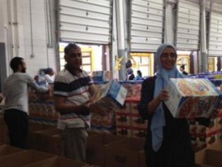 Мусульмане раздали 850 ящиков с продуктами нуждающимся