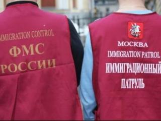 Работники ФМС вымогали 1,8 млн за крышевание мигрантов-нелегалов