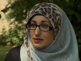 Еще одну мусульманку оплевали за хиджаб