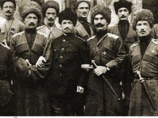 Группа офицеров «дикой дивизии» перед Петроградской мечетью