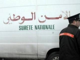 Марокканские офицеры полиции проводят рейд
