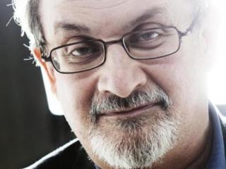 Приговоренный Ираном к смерти писатель получил «Гадкого утенка»