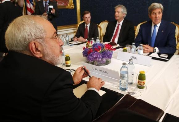 Встреча Главы МИД Ирана и  госсекретаря США Джона Керри (Фото: Reuters)