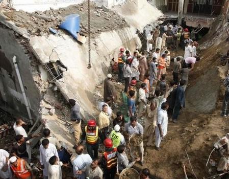 При обвале мечети погибло 24 прихожанина