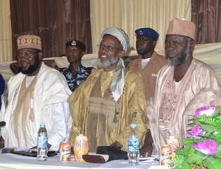 Главный имам в окружении коллег