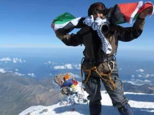 Флаг Палестины взметнулся над самой высокой горой России