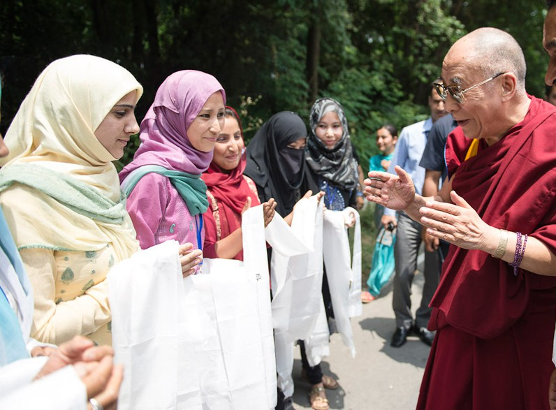 Далай-лама призвал индуистов и мусульман к примирению