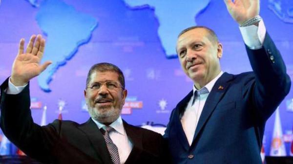 Нынешний президент Турции Реджеп Эрдоган и отстраненный от власти ПРезидент Египта Мухаммад Мурси