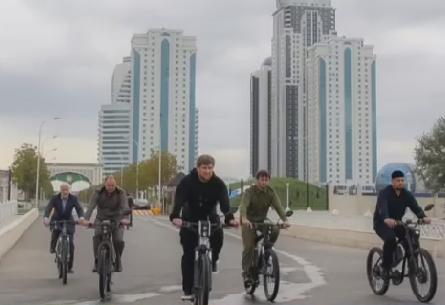 Рамзан Кадыров проехал по Грозному на велосипеде около 15 км