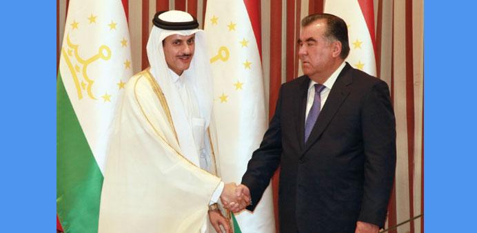 Президент Таджикистана принял делегацию из Катара в своей резиденции