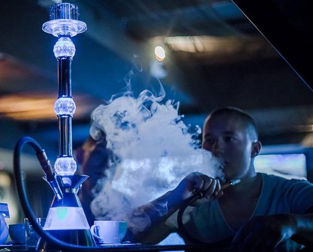 Запрет на курение породил в России электронный кальян