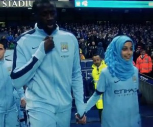 Девочка в хиджабе произвела фурор на матче английской премьер-лиги