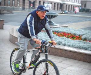 Президент Татарстана отправился на работу на велосипеде