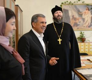 Глава Татарстана презентовал православной семинарии автобус