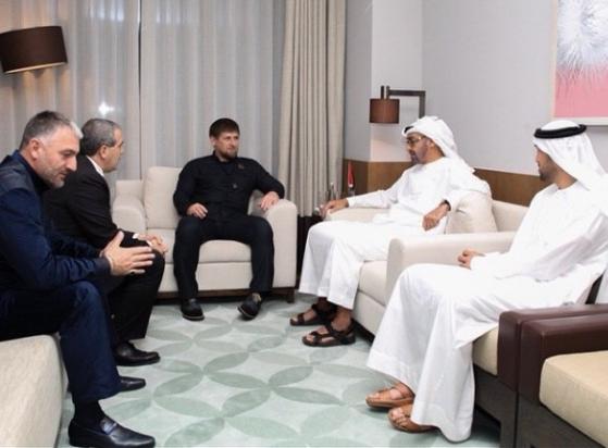 Глава Чечни во время встречи с наследным принцем Абу-Даби, 23 октября 2014г.  (Фото: страница Р.Кадырова в соцетях