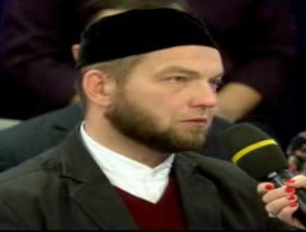 Сотрудник мечети: Людей некуда сажать, кроме как на дорогу
