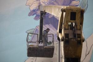 Художник разрисовывает дома Нижнего Новгорода в соответствии с шариатом