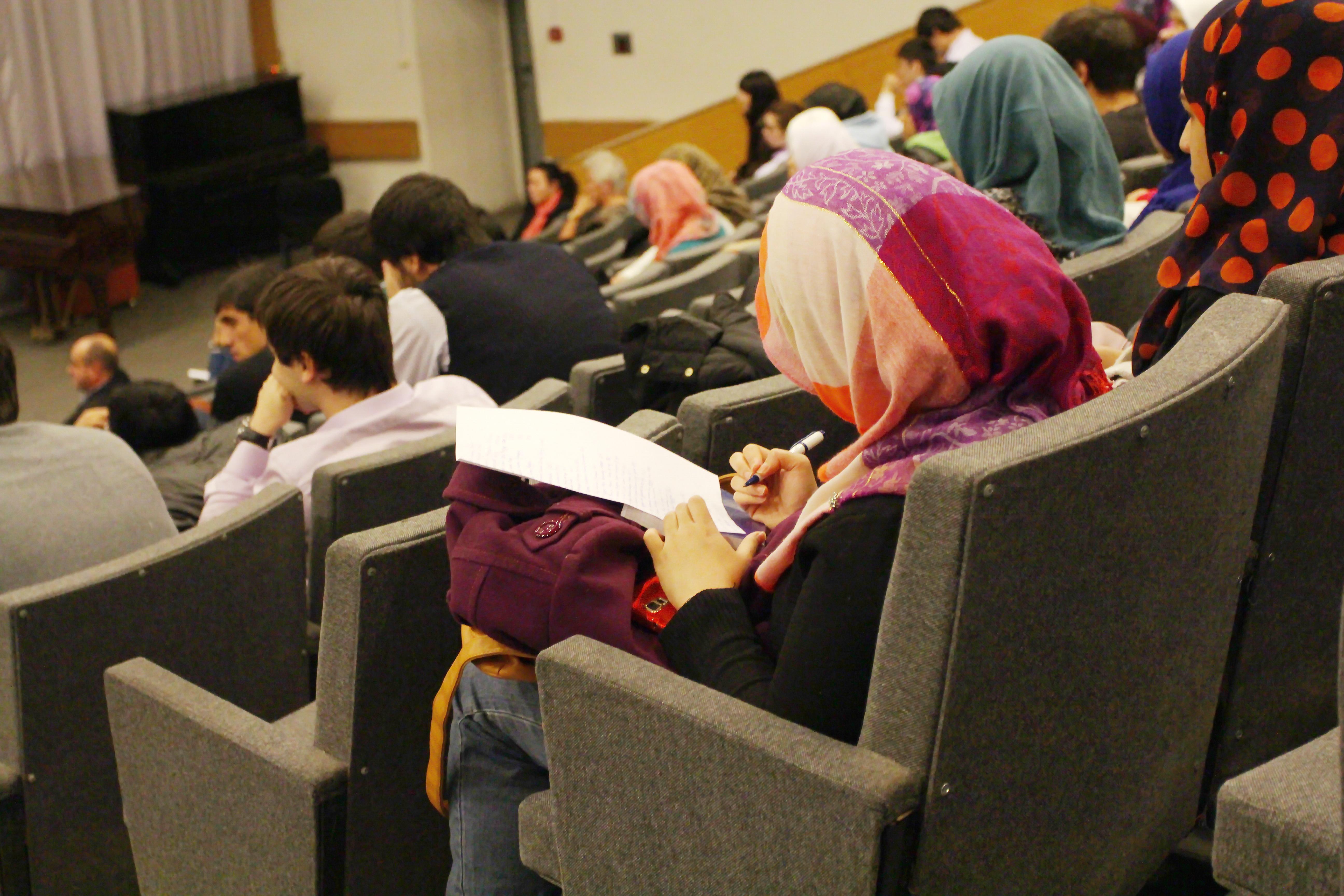 Через неделю студенток начнут карать за хиджаб