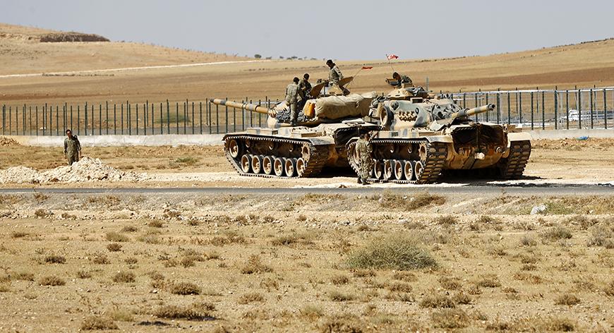 Турция стягивает бронетехнику к сирийской границе