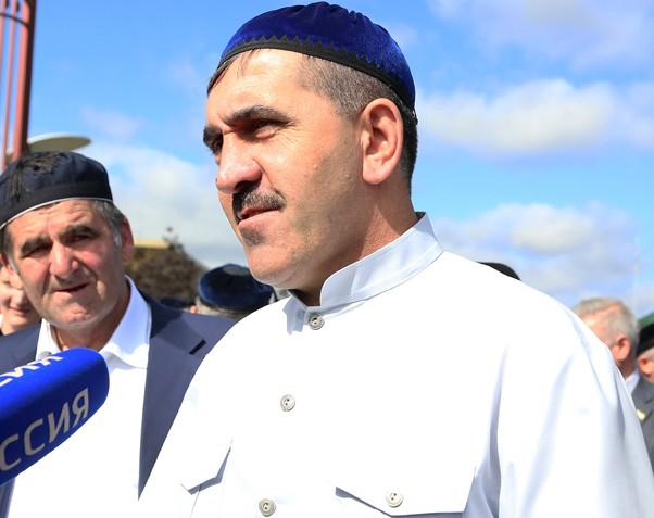 Евкуров вернулся из хаджа с первой группой ингушских паломников
