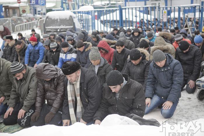 Российских мусульман ожидает намаз на рекордном морозе
