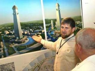 Рамзан Кадыров около изображения дизайн-макета