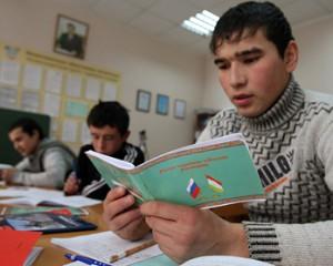 Экзамен для мигрантов переведут на их родные языки