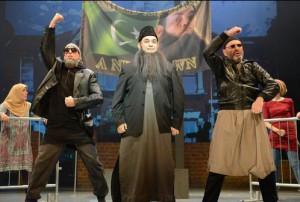 Мусульманско-иудейский мюзикл высмеял исламофобию и антисемитизм
