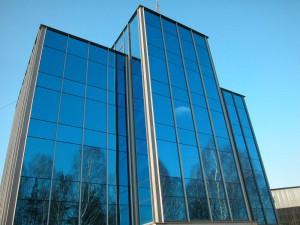 Выгоды от надежного остекления фасадов зданий