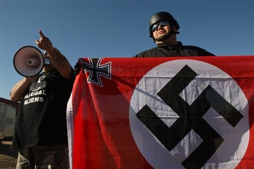 Украинские неонацисты во время акции во Львове