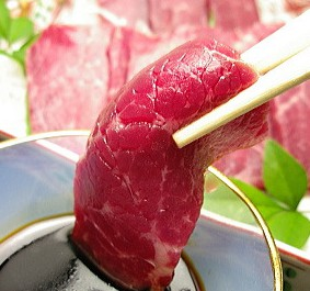 Япония привлекает туристов-мусульман халяльным мясом кита