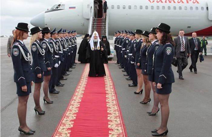 Почетная встреча главы РПЦ