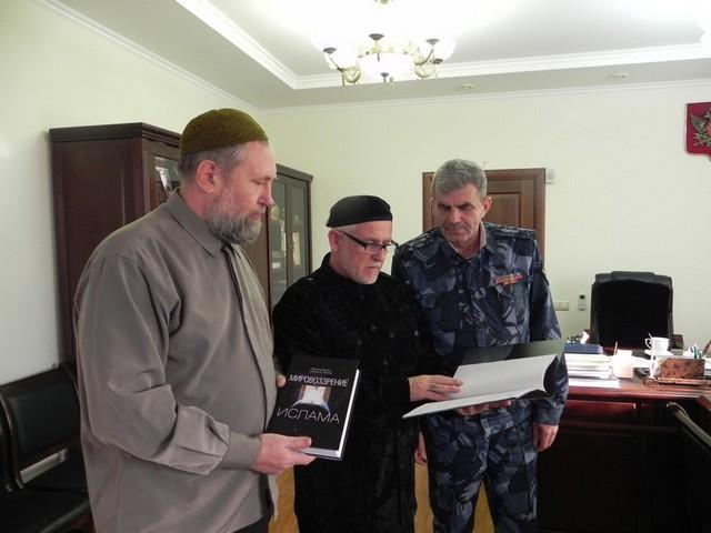 Волгоградские мусульмане активно сотрудничают с силовыми структурами. На переднем плане Муса Баранов