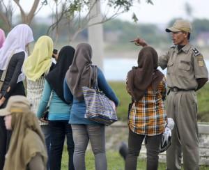 Полиция Индонезии принимает на работу только девственниц