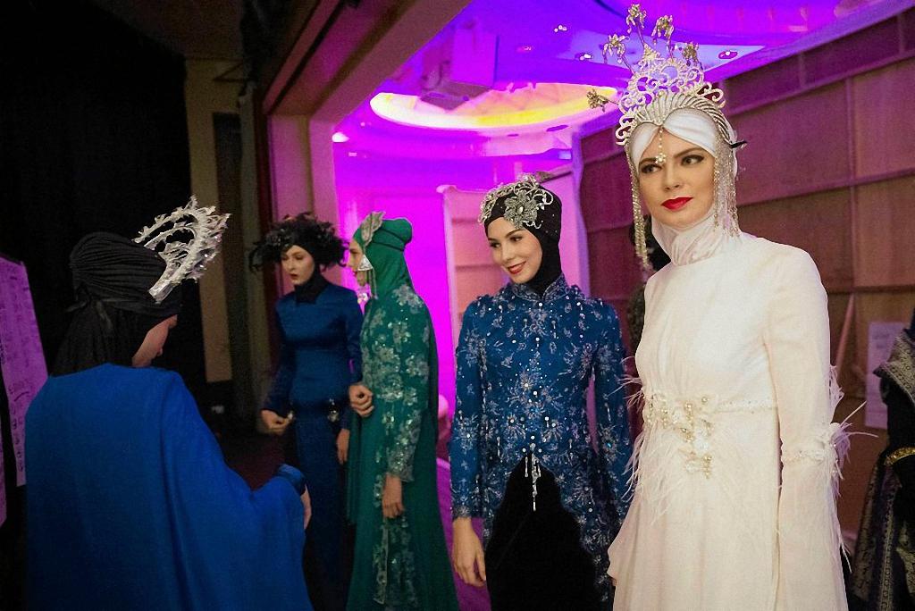 В настоящее время проходят два очень интересных мероприятия: организованный в Малайзии Фестиваль исламской моды, а в Индонезии — конкурс Miss World Muslimah.