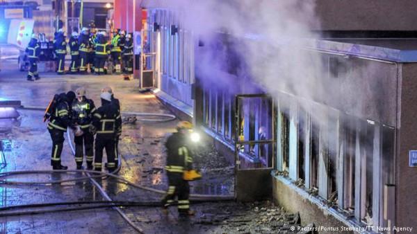 Шведские радикалы попытались сжечь мусульман заживо