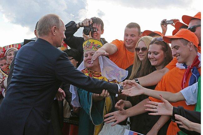 Путин поручил заняться разработкой российской идентичности
