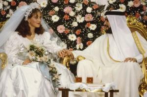 В Саудии вводят обязательные курсы для молодоженов