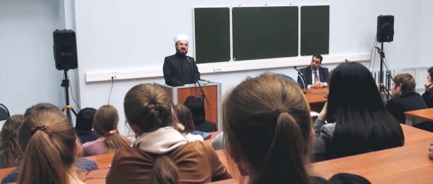 Во время выступления шейха Карадаги в МГУ