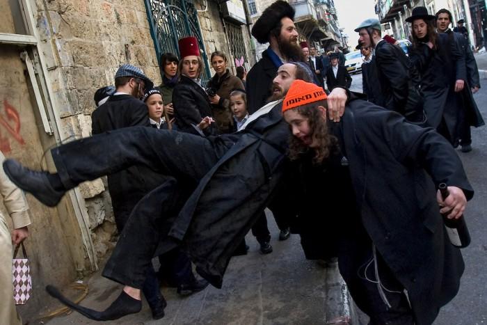 Израильтяне устроили пьяные посиделки в мечети Аль-Акса