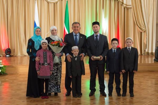 Минниханов поздравил многодетные семьи с праздником