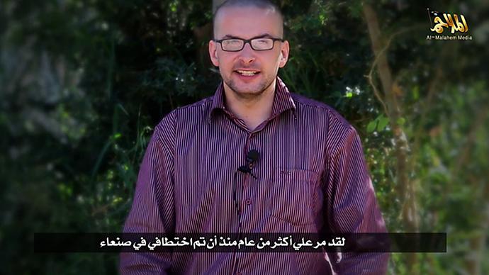 Американский журналист Люк Сомерс пробыл в плену  больше года (Фото: AFP / Al-Malahem Media)