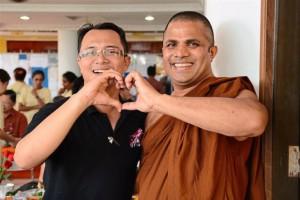 Мусульмане и буддисты показали редкостный пример гармонии