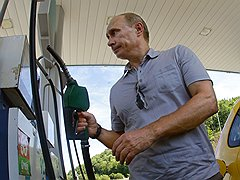 Владимир Путин на заправке